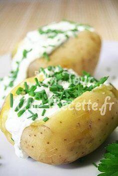 Pommes de terre sauce ciboulette, la recette facile et rapide Baked Potato, Potato, Oven Potatoes, Baked Potatoes