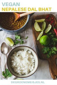 Maak dit heerlijke recept voor Dal Bhat:  een traditioneel gerecht uit Nepa. Met knoflook, ui, gember, linzen, kurkumapoeder, korianderpoeder, currypoeder, gepelde tomaten. Combineer het met rijst. Het is eenvoudig te maken, vegan en overheerlijk!
