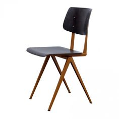 Joink is offering century vintage design furniture, specialized in the work of Charles and Ray Eames. Red Dining Chairs, Round Back Dining Chairs, Kitchen Chairs, Dining Chair Set, Living Room Chairs, Eames Furniture, Metal Furniture, Vintage Furniture, Furniture Design