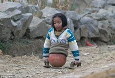 Inspirational 'Basketball Girl' Amputee Qian Hongyan Hopes To Compete For China Kids Around The World, People Around The World, Living In China, Make You Believe, Powerful Images, Poor Children, Losing Her, Baskets, How Are You Feeling