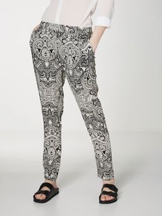 Loose printed trousers from VERO MODA. Let the print do the talking!
