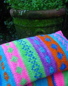 cojín de 30 x 5 cms  tejido en lanas rusticas
