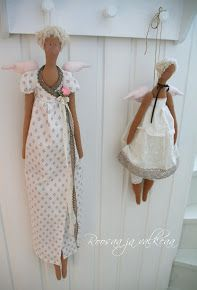 Roosaa ja valkeaa Diy Doll, Plushies, Doll Clothes, Sewing Projects, Barbie, Summer Dresses, Dolls, Handmade, Crafts