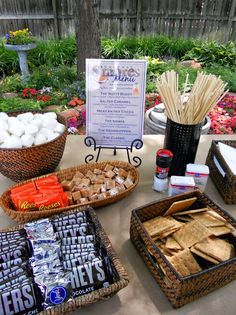 S'mores aren't just for summer bonfires! Make a s'mores bar to go alongside the fireplace, bonfire, or outdoor fire pit Smores Dessert, Dessert Bars, Camping Parties, Grad Parties, Bachelorette Parties, Candy Bar Decoracion, Wedding Reception Ideas, Buffet Wedding, Reception Food