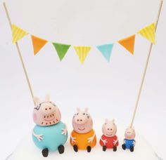 Peppa pig familiy made from fondant/gum paste
