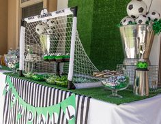 Bash Party Styling *'s Birthday / soccer party - Photo Gallery at Catch My Party Soccer Birthday Parties, Football Birthday, Sports Birthday, Soccer Party, Birthday Party Themes, Football Themed Parties, 10th Birthday, Sports Party Favors, Birthday Celebration