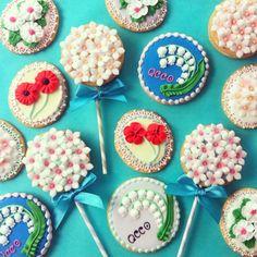 flower icing cookies