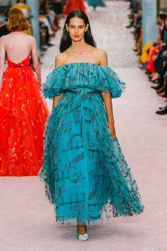 The complete Carolina Herrera Spring 2019 Ready-to-Wear fashion show now on Vogue Runway. Carolina Herrera, Couture Fashion, Runway Fashion, High Fashion, Fashion Trends, Womens Fashion, Winter Typ, Vogue, Feminine Dress
