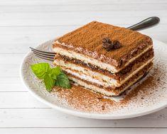 Delicious Tiramisu Cake With Coffee Beans And Fresh Mint Unique Desserts, Creative Desserts, Classic Desserts, Köstliche Desserts, Italian Desserts, Delicious Desserts, Dessert Recipes, Tiramisu Cheesecake, Tiramisu Dessert