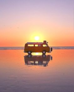 Double tap if you love VW bus. ❤️ ❤️ ❤️ thanks for this wonderfull pic! Dodge, Camper Life, Vw Camper, Vw Bus, Combi T2, Mercedes Sprinter, Road Trip, Life Decisions, Van Living