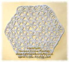 Flower of Life pattern woven on the hexagon loom by Noreen Crone-Findlay Loom Yarn, Peg Loom, Loom Weaving, Hand Weaving, Weaving Textiles, Weaving Patterns, Crochet Patterns, Flower Of Life Pattern, Loom Knitting Stitches