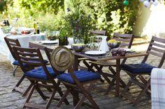 Τα καλοκαίρια μας αρέσει να οργανώνουμε γεύματα για τους φίλους μας στο σπίτι. Στην ΙΚΕΑ θα βρούμε τραπεζαρίες που θα τους φιλοξενήσουν άνετα όλους!