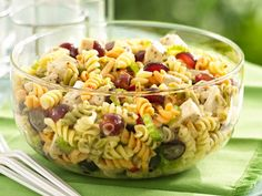 Chicken Pasta Salad with Grapes and Poppy Seed Dressing  Ingredients Please?  2 boxes Betty Crocker® Suddenly Salad® classic pasta salad mix  3 cups Green Giant® Select® frozen broccoli florets  2/3 cup Italian dressing  1/3 cup cold water  2 cups cut-up cooked chicken or ham  1 ½ cups halved grape tomatoes