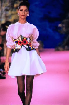 Christian Lacroix Spring 1988 Couture Fashion Show Collection: See the complete Christian Lacroix Spring 1988 Couture collection. Look 34 80s Fashion, Fashion History, Timeless Fashion, Couture Fashion, High Fashion, Vintage Fashion, Fashion Trends, Fashion Show Collection, Couture Collection