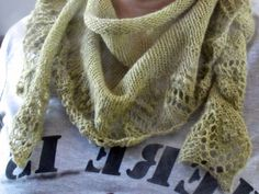 Petit châle magnifique (merci Loar Zour pour le lien !) : à tricoter sans attendre !!!