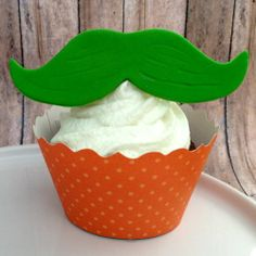 Add a bit of Irish with the Green Moustache Cupcake Toppers for St Patricks Day Orange Cupcakes, 12 Cupcakes, Yummy Cupcakes, Moustache Cupcakes, St Patricks Day Cupcake, Cupcake Couture, Just Bake, Cupcake Wrappers, Irish Cream