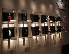 Beats One Off Headphone Display, Need glass, drop lighting?