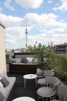 To watch the skyline, the dawn or just chilling in the sun, the rooftops of hotels as the one of Amano Hotel are a great way to enjoy Berlin!  Address: Hotel Amano, Auguststraße 43, 10119 Berlin #lolagracetour #berlin #rooftop #travelguide