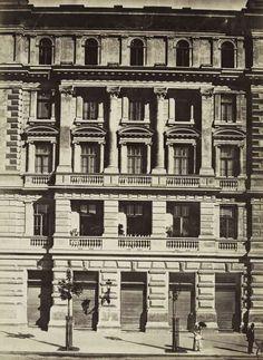 Andrássy (Sugár) út 32. A felvétel 1880 körül készült. A kép forrását kérjük így adja meg: Fortepan / Budapest Főváros Levéltára. Levéltári jelzet: HU.BFL.XV.19.d.1.05.124