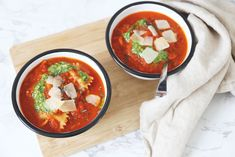 Tomatensoep met pasta Tortellini, Pasta, Bon Appetit, Thai Red Curry, A Food, Soup, Ethnic Recipes, Dinners, Tomato Soup Recipes