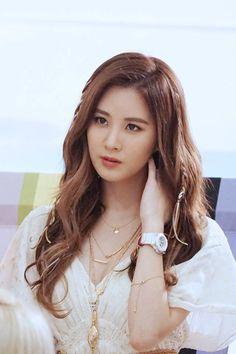SNSD - SeoHyun 서현 (Seo JooHyun 서주현) 160318 SMTOWN update CASIO BABY-G