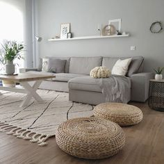 Minimalist Living Room Ideas - Looking to improve as well as fine-tune your space? Below minimalist living rooms that will motivate your spring-cleaning efforts. Home Living Room, Interior Design Living Room, Living Room Designs, Living Room Decor, Kitchen Living, Room Kitchen, Interior Paint, Apartment Living, Comfortable Living Rooms