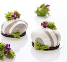 453 mentions J'aime, 10 commentaires – Julien Perrinet, Pastry Chef (@julien_perrinet) sur Instagram : «New year=new cakes! The stone cake, (Le galet), Jivara sesame chocolate, pear-vanilla and chocolate…»