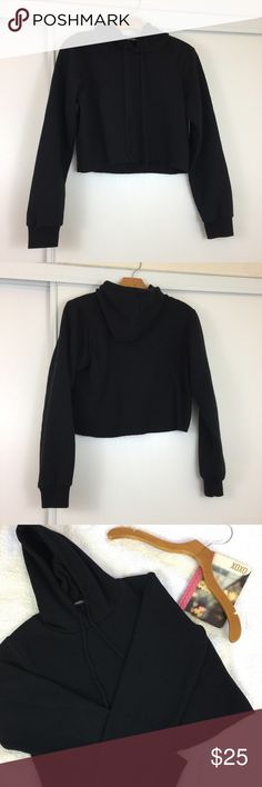 """Cropped Brandy Melville Hoodie ❣️ Great condition. One size fit all, but fits best on an XS-Small. Pit to pit 18.5"""". Length 16.5"""". No trades ❌❌ No modeling Brandy Melville Sweaters"""