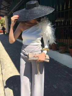 I absolutely love this less traditional look for a wedding Party Fashion, Love Fashion, Fashion Design, Womens Fashion, Outfits With Hats, Cool Outfits, Style Work, My Style, Look Formal