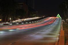 Vista nocturna del Puente Matute Remus, Guadalajara, Jalisco.  Diseño Arq. Miguel Echauri y Arq. Álvaro Morales.  Fotografía Carlos Díaz Corona.  www.echaurimorales.com #Arquitectura