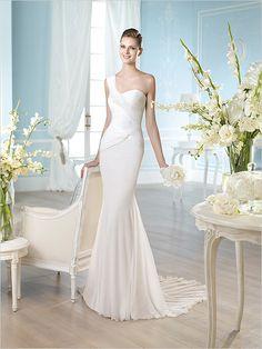 st patrick one shoulder dress http://www.weddingchicks.com/2013/10/16/pronovias-st-patrick-collection/