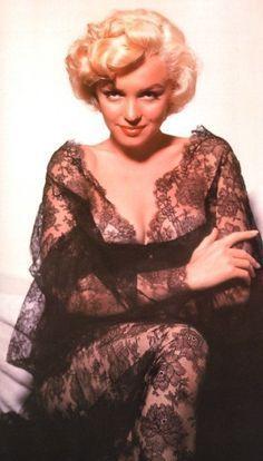 uploaded this image to Marilyn Monroe. See the album on Photobucket. Marilyn Monroe Artwork, Marilyn Monroe Portrait, Young Marilyn Monroe, Classic Hollywood, Old Hollywood, Hollywood Glamour, Estilo Marilyn Monroe, Divas, Norma Jeane