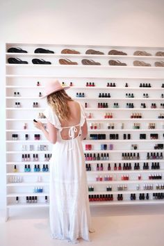 A Trendy Guide To Los Angeles With plenty of polishes to choose from, plus a charming ambience, plan your girls' day out at Olive and June on Montana Avenue. Beauty Salon Decor, Beauty Salon Interior, Salon Interior Design, Beauty Bar, Beauty Shop, Home Nail Salon, Nail Salon Design, Privates Nagelstudio, Mother Daughter Activities