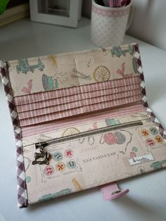 Best 12 Paris Sewing Craft Long Wallet – Page 222435669069488041 Sew Wallet, Fabric Wallet, Fabric Bags, Handmade Wallets, Handmade Purses, Personalized Wallets, Fabric Crafts, Sewing Crafts, Sewing Projects