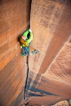 Pamela Pack gettin' dirty in a Moab off-width (photo; Nathan Smith).➰