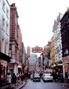 London - Carnaby Street - in the City of Westminster - Wikimedia Commons Vintage London, Old London, London Eye, West London, London City, Cities, Swinging London, London History, Tudor History