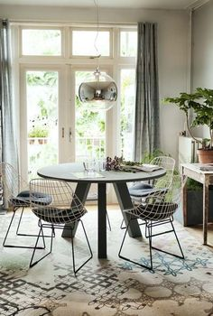Awesome Round Dinning Table Design Ideas - Page 62 of 70 Round Dinning Room Table, Dinning Table Design, Modern Dining Chairs, Dining Table Chairs, Dining Room Inspiration, Home And Living, Home Furniture, Loft, House Design