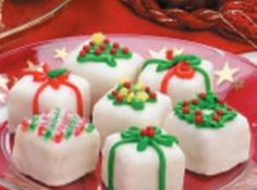 christmas recipes Christmas Petits Fours Recipe These pretty, dainty petit fours are attractive and fun to make. You can trim them simply with sprinkles or more elegantly, as time allows. Christmas Tea Party, Christmas Sweets, Christmas Goodies, Christmas Baking, Christmas Presents, Christmas Sprinkles, Christmas Cakes, Christmas Christmas, Christmas Traditions
