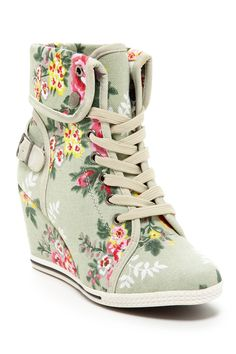 This awesome shoe/heel! Bluebell Sneaker Wedge is great for Spring! It is totally comfortable,and young fun! Floral Sneakers, Floral Shoes, Wedge Sneakers, Wedge Shoes, Shoes Heels, Nike Outfits, Cute Shoes, Me Too Shoes, Awesome Shoes