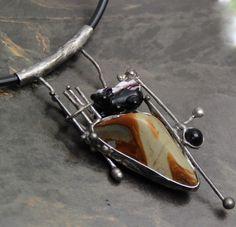 NÁHRDELNÍK JSEM ROZTOMILÝ, ALE... I Love Jewelry, Jewelry Art, Jewelry Design, Jewelry Making, Metal Clay, Pendant Jewelry, Stones, Wire, Pottery