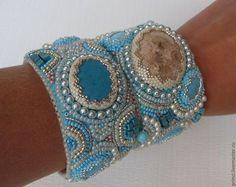 Купить или заказать Комплект браслетов в интернет-магазине на Ярмарке Мастеров. Трэндовый комплект браслетов-можно носить на обеих руках, можно на одной. Замечательная идея для загорелой ручки летом. Кулончик в подарок.…