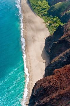 Kauai, Hawaii---have a photo of us on this beach ---the rock wall is straight up & toweringly tall! Kauai Hawaii, Oahu, Hawaii Usa, Hawaii Travel, Hawaii Beach, Ocean Beach, Playa Beach, Bali Travel, Travel Usa