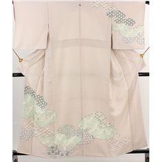 薄桃色の地に、青海波や七宝、亀甲などの柄や鶴が飛立つ柄が入った付下げ着物です。 背には「五三桐」の一つ縫い紋が入っています。  <シチュエーション> 袋帯などと合わせていかがでしょうか  <風合> 手縫いで、わずかな光沢感のあるさらさらした生地風合いです。  【楽天市場】付下げ 薄桃 一つ紋「五三桐」 七宝や亀甲、青海波が入った雲取りや鶴柄 【中古】【リサイクル着物・リサイクルきもの・アンティーク着物・中古着物】:ビスコンティ&きもの忠右衛門