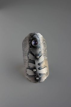 Jewelry | Jewellery | ジュエリー | Bijoux | Gioielli | Joyas | Art | Arte | Création Artistique | Artisan | Precious Metals | Jewels | Settings | Textures | Ring | Rochelle Darrow. Sterling silver and amethyst.