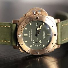 Luminor Submersible, Limited Eition Panerai PAM 382 Bronzo+Green my fave Dream Watches, Fine Watches, Luxury Watches, Cool Watches, Watches For Men, Men's Watches, Fashion Watches, Panerai Watches, Breitling