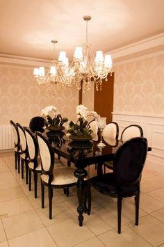 Sala de jantar com mesa preta e cadeiras Brancas de Graziela Von Muhlen - 95677 no Viva Decora Dining Room, Dining Table, Sweet Home, Chandelier, Ceiling Lights, Architecture, House, Design, Home Decor