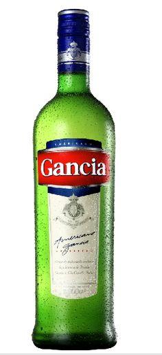 El Americano Gancia suele ser acompañado con bebidas gaseosas (generalmente de lima-limón, sea Sprite, Seven Up o similares), soda, hielo y limón. También puede ser gancia batido, trago típico de discotecas argentinas.