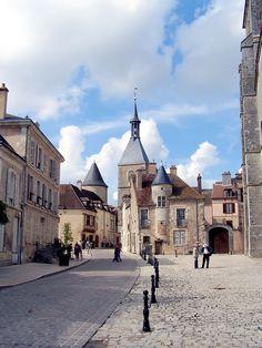 La vieille ville - Avallon (Yonne) — Wikipédia