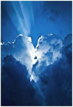 Heart cloud with what looks like 2 people kissing in the middle #cloudheart #sweet #healing