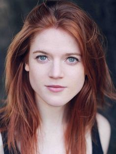 Rose Leslie Was born in Aberdeen, Scotland, near Lickleyhead Castle, where her family has lived for more than 500 years. Her nick name is Rose Leslie Rose Leslie, Game Of Thrones, Hottest Redheads, Redhead Girl, Red Hair Color, Beautiful Redhead, Natural Redhead, Gorgeous Hair, Natural Hair